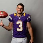 Vikings paid Blair Walsh a ton of money and he is sucking right now