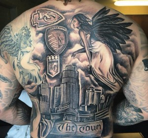 Broncos pass rusher Shane Ray gets a nice back tattoo, but wait is that a Chiefs symbol?