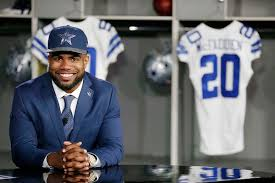 Cowboys running back Ezekiel Elliott bought his Mother a house