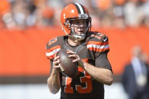 Browns quarterback Josh McCown played through three quarters with a broken collarbone